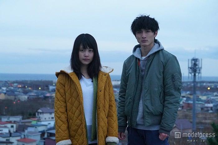 2016年1月スタートの月9ドラマで主演を務める(左から)有村架純と高良健吾(C)フジテレビ【モデルプレス】