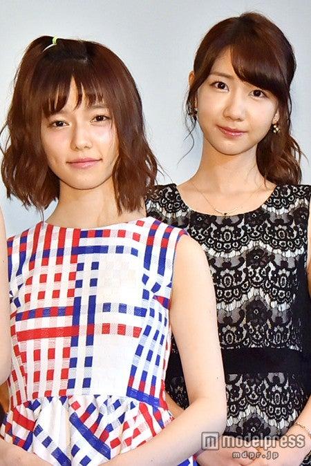 AKB48島崎遥香(左)、柏木由紀(右)から絶賛も塩対応「何を言ったらいいのかな?」【モデルプレス】
