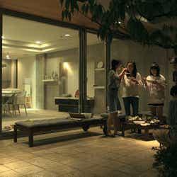 BBQを楽しむメンバー『TERRACE HOUSE BOYS & GIRLS IN THE CITY』31st WEEK(C)フジテレビ/イースト・エンタテインメント