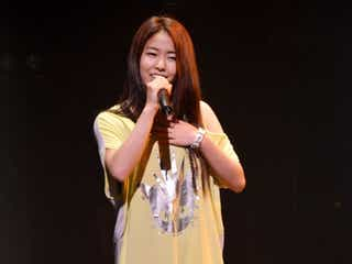 「ショムニ」主題歌で話題の新歌姫・Serena、迫力のステージに観客釘付け