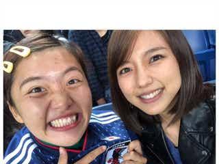 真野恵里菜、夫・柴崎岳をスタジアムで応援 日本代表はウルグアイに劇的勝利