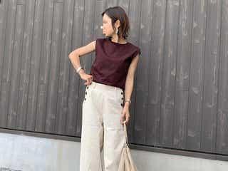 大人女子におすすめの《ノースリーブTシャツ》コーデ12選|ストラップが太めで大人でも着こなしやすい!