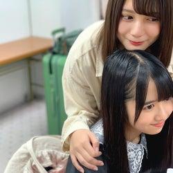 小坂菜緒&上村ひなの、仲良し2ショット (撮影:宮田愛萌)/提供写真