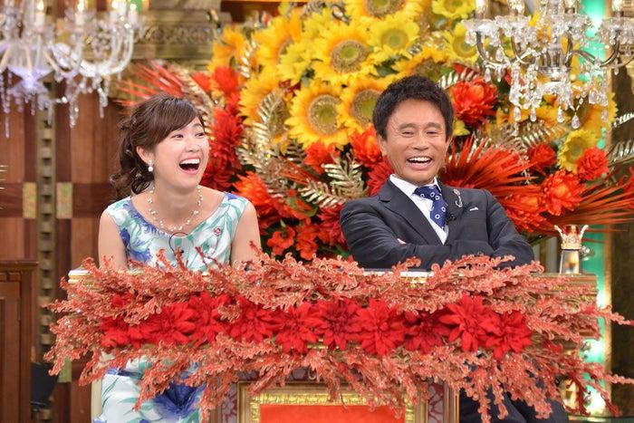 (左から)玉巻映美アナウンサー、浜田雅功(画像提供:毎日放送)