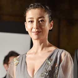 「第27回東京国際映画祭」のレッドカーペットに登場した宮沢りえ【モデルプレス】