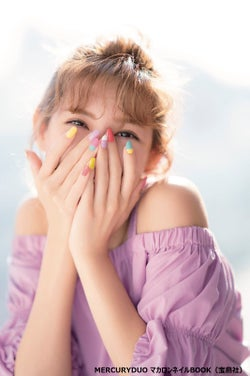 """紗栄子のネイルが可愛い!胸キュン必至の今夏トレンド""""マカロンネイル""""とは"""