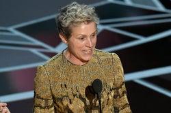 「アカデミー賞」主演女優賞のスピーチに女性総立ち トロフィー置き…男女格差訴える<フランシス・マクドーマンド>