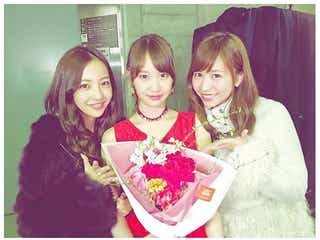 元AKB48・河西智美、板野友美・永尾まりやとの3ショット公開。卒業公演に駆けつける