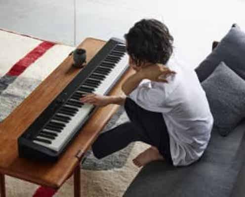 異色のピアニスト角野隼斗テレビCM初出演!テクニカルで躍動感のある圧巻の演奏を披露