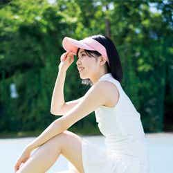 モデルプレス - HKT48地頭江音々、ミニスカートで美脚あらわ