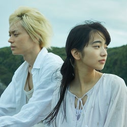 閃光のように身体を貫く、10代の恋(C)ジョージ朝倉/講談社(c)2016「溺れるナイフ」製作委員会
