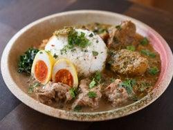 カレー大国を歴訪した店主が、日本人ならではの解釈で「カレーの新ジャンル」を確立!