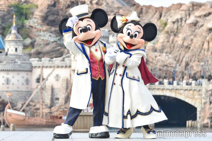 ミッキーマウス、ミニーマウス/「イッツ・クリスマスタイム!」(C)モデルプレス(C)Disney