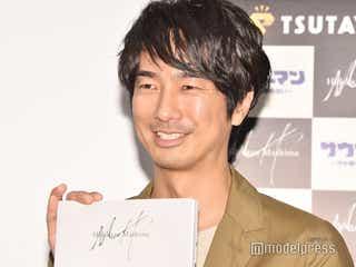 眞島秀和、42歳で初写真集オファーに驚き「人気者の人たちがやるものだと思っていた」ファンに手渡し&握手も<PHOTO BOOK「MH」>