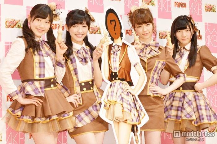 AKB48、30歳以上のメンバーを募集/写真左から:西野未姫、渡辺麻友、島崎遥香、岡田奈々