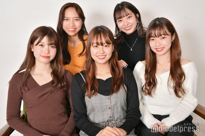 (前列左から)林みなみ、犬塚花菜子、齋藤万莉奈(後列左から)武藤ジャスピン、竹村夏音(C)モデルプレス