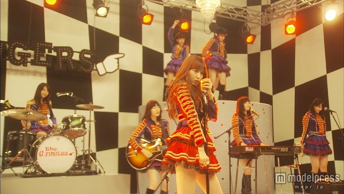 小嶋陽菜/AKB48 33rdシングル「ハート・エレキ」(10月30日発売)ミュージックビデオより