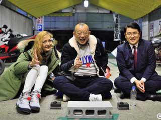 鶴瓶&土屋アンナら、街角の地べたに座り通行人とトーク