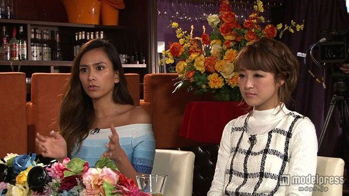 『解決!ナイナイアンサー』に出演する(左から)MALIA、鈴木奈々/(c)日本テレビ