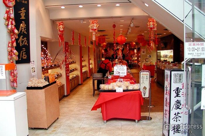 「重慶飯店第一売店」は品揃えが一番多く、中華街のメイン通りに位置する/画像提供:重慶飯店