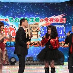 (左から)山崎夕貴アナウンサー、東野幸治、岡井千聖、おばたのお兄さん(C)フジテレビ