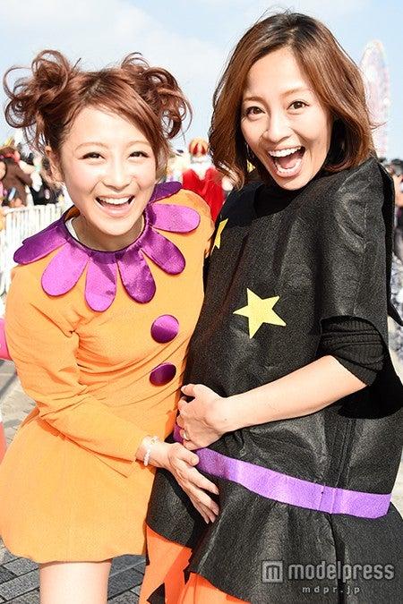 (左から)鈴木奈々、小森純
