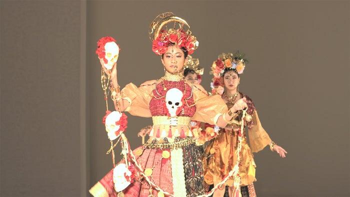 ファッションショーのモデルをするまや「TERRACE HOUSE OPENING NEW DOORS」43rd WEEK(C)フジテレビ/イースト・エンタテインメント