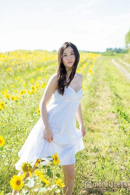 上西恵(NMB48)ファースト写真集「生涯上西宣言」ワニブックス刊(撮影:山口勝己 小池伸一郎)