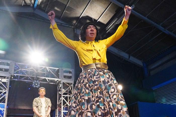 板尾創路、古田新太/「俺のスカート、どこ行った?」第7話より(C)日本テレビ