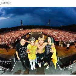 モデルプレス - ONE OK ROCK・Toru、ライブ中に2mの穴に落下事故 Takaが衝撃映像を公開「笑えなかった」