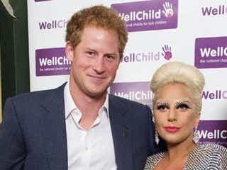 英ヘンリー王子がレディー・ガガとの対面でチェックしたのは?