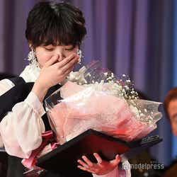 新人賞受賞に感激する平手友梨奈(C)モデルプレス