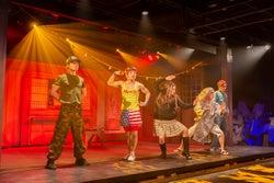 沖縄に新エンターテインメント施設誕生 アクロバット&琉球空手のノンストップコメディ上演