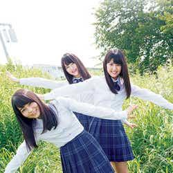 (左から)大場花菜、高松瞳、佐竹のん乃(C)藤本和典/ヤングマガジン