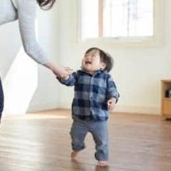アレがケガの原因に…? 赤ちゃんが歩き始めるまでに知っておきたいこと