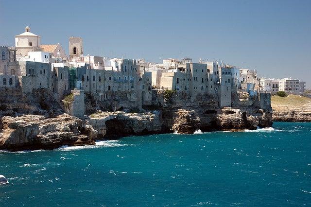 アドリア海に囲まれた町、ポリニャーノ・ア・マーレ/photo by Pug Girl