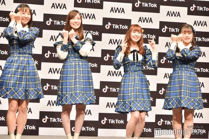 「あわあわダンス」を披露するも高柳明音があやしくなり…/(左から)日高優月、松井珠理奈、高柳明音、竹内彩姫 (C)モデルプレス