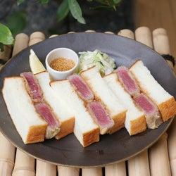 京都にベーカリーカフェ「本日の」京町家で牛カツサンドや抹茶ラテを堪能