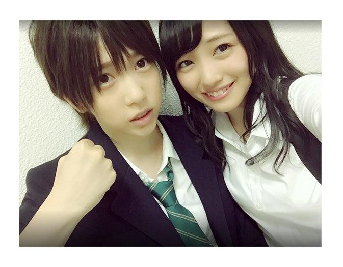 男装姿の茂木忍(左)、向井地美音/茂木忍Google+より