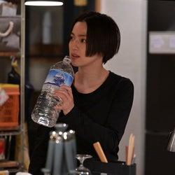 中村アン 「着飾る恋には理由があって」第2話より(C)TBS