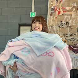 モデルプレス - NiziU、休養中・ミイヒのオフショット公開 新曲MVに「皆と泣いてしまいました」