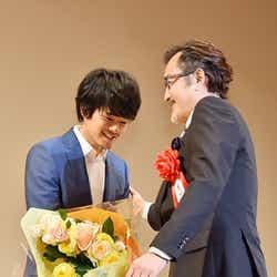 モデルプレス - 池松壮亮の新人賞受賞、「MOZU」共演者が祝福「素晴らしい演技だった」