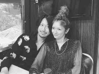 岩堀せり、夫・GLAY TAKUROと結婚15周年報告「似てる」の声