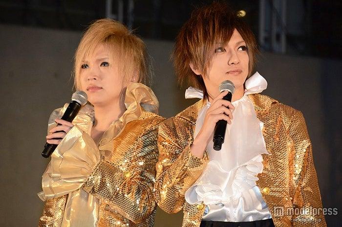鬼龍院翔(左)と喜矢武豊(C)モデルプレス