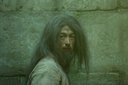 """ディーン・フジオカ「全身真っ黒」衝撃の""""囚人姿""""披露<モンテ・クリスト伯 ―華麗なる復讐―>"""