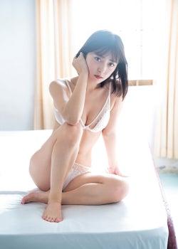 """「LARME」池上紗理依、白ランジェリーで""""裏側の魅力""""透けふわボディにドキッ"""