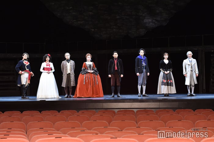 (左から)塩田康平、仙名彩世、山路和弘、キムラ緑子、今井翼、小西遼生、清水くるみ、天宮良(C)モデルプレス