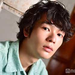 山崎賢人出演CMで話題 岩井拳士朗が気になる!抜擢続くネクストブレイクの素顔とは(C)モデルプレス