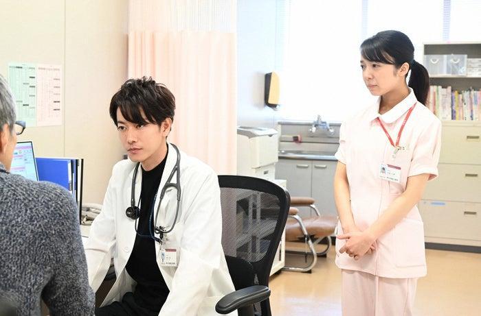 佐藤健、上白石萌音/「恋はつづくよどこまでも」第9話より(C)TBS