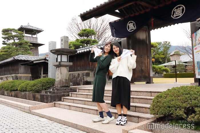 江戸時代の門が再現された由比本陣公園。(C)モデルプレス
